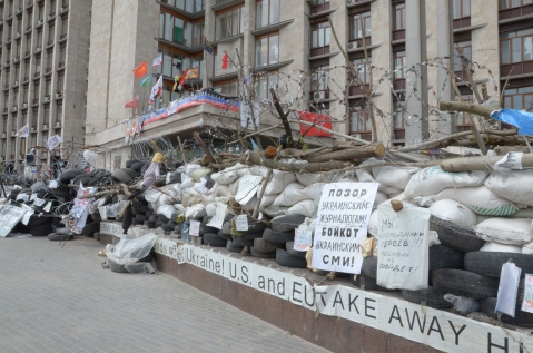 A barricade outside Donetsk that bears anti-western slogans.