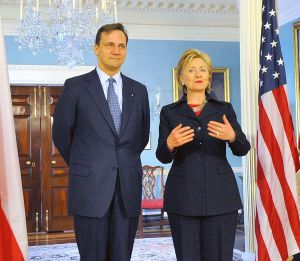 Foreign Minister Radoslaw Skorski and former Secretary of State Hillary Clinton in 2009.