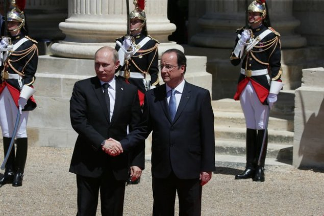 Vladimir Putin and François Hollande celebrate the 70th anniversary of D-Day. (The Presidential Press and Information Office via Wikimedia Commons.)